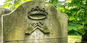 Hamburg Juedischer Friedhof Krone